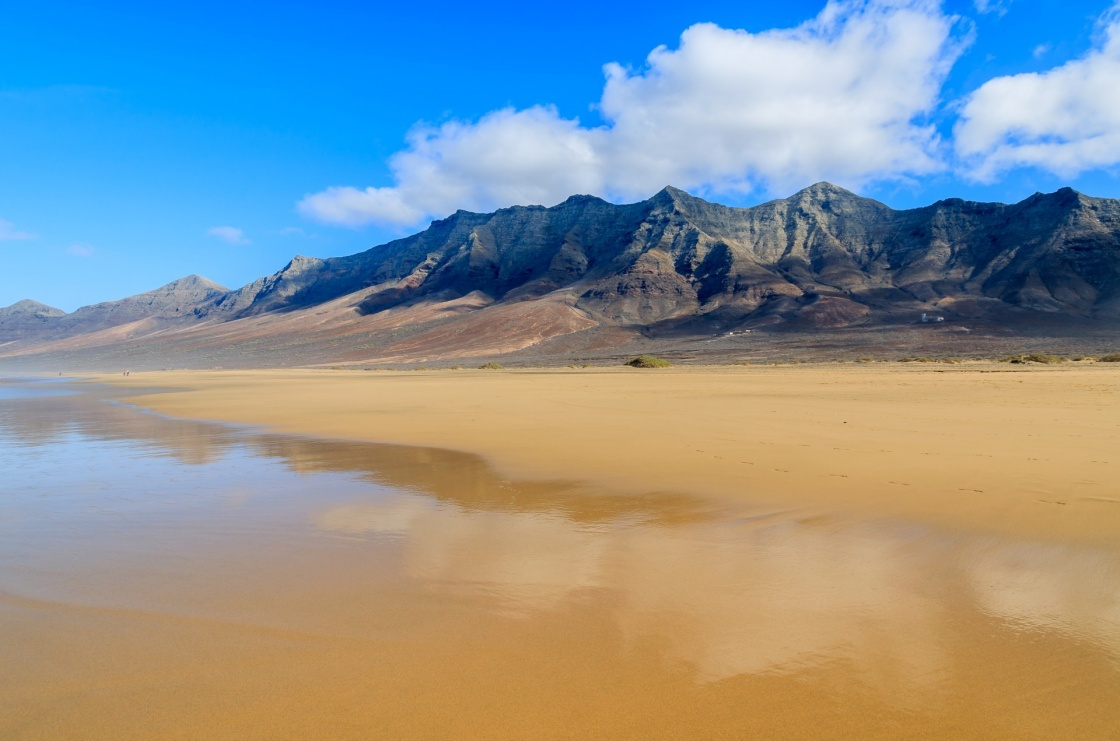 fuerteventura-–-home-to-the-best-beaches-in-the-canary-islands-reflection-of-mountains-in-wet-sand-on-cofete-beach-in-secluded-part-of-fuerteventura-canary-islands-spain-822-fc78